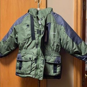Oshkosh Boys winter puffy coat with hood Size 5/6